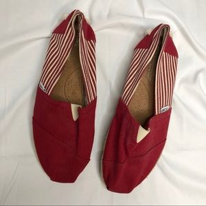 NWOT Classic canvas red and white stripe toms